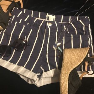 H&M women's navy blue and white size 8 jean shorts